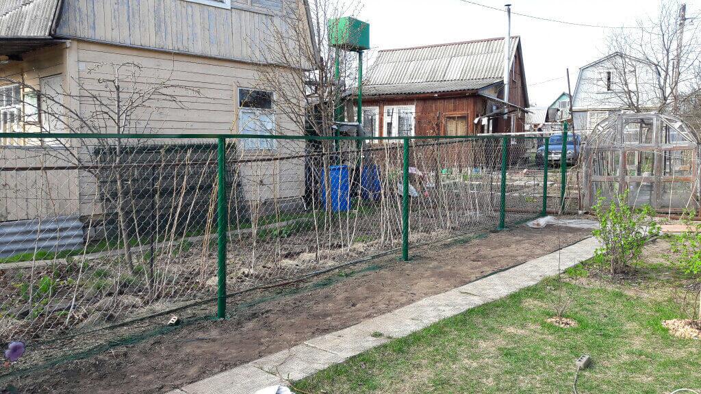 Забор из сетки рабицы с установкой в Казани